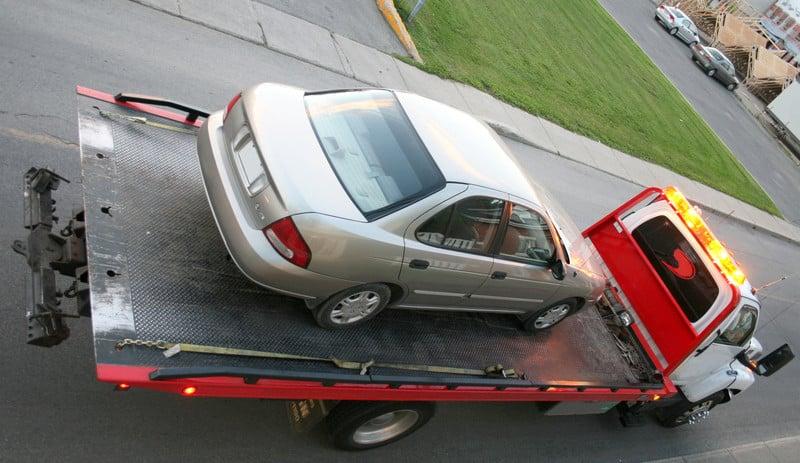 سيارة محملة علي ونش انقاذ